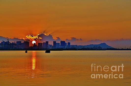 Honolulu Sunrise by Craig Wood