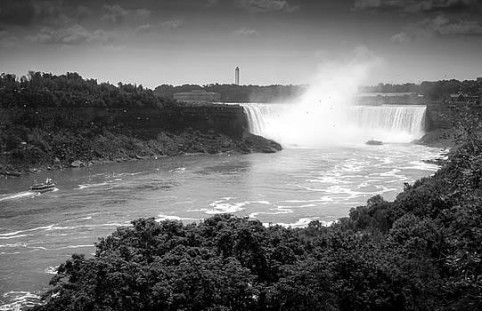 Horseshoe Falls by Eduardo Tavares