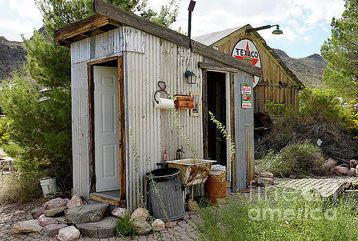 I found the outhouse by Nina Prommer