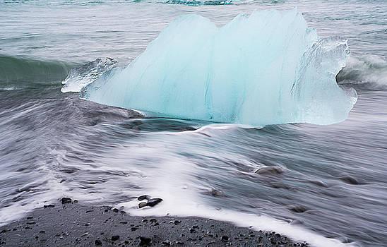 Iceberg by Detlef Klahm
