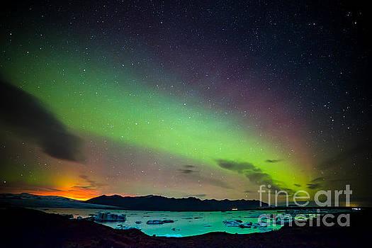 Icelandic lights  by Mariusz Czajkowski