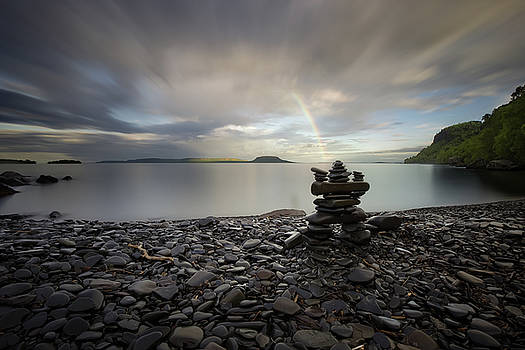 Inukshuk with a rainbow by Jakub Sisak