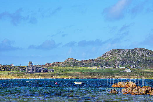 Iona Abbey 2 by Chris Thaxter