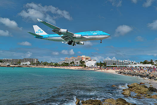 K L M 747 at St. Maarten by David Gleeson
