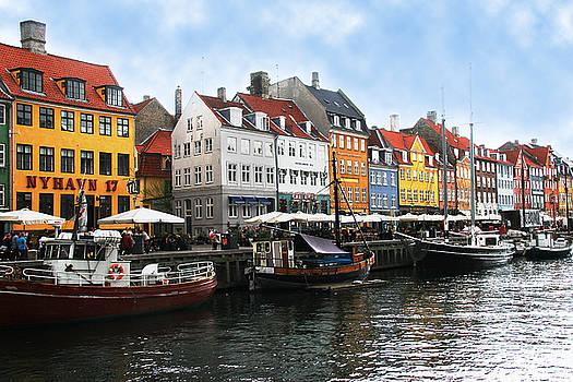Kopenhagen buildings on Canal by Jim Kuhlmann