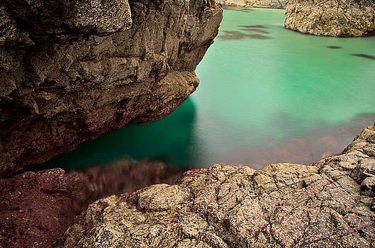 Kynance Cove Cornwall by Pete Hemington