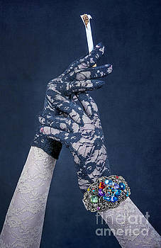 Svetlana Sewell - Lace Gloves