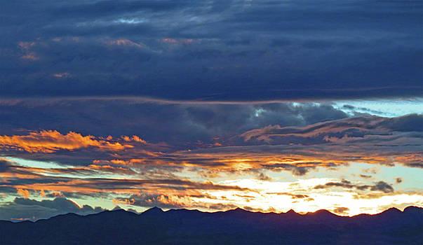 Las  Vegas  Sunset  Iii by Carl Deaville