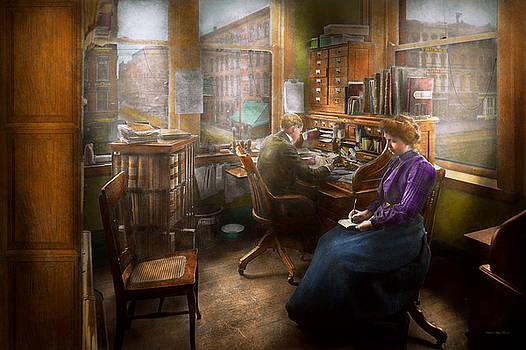 Mike Savad - Lawyer - Always taking notes - 1902