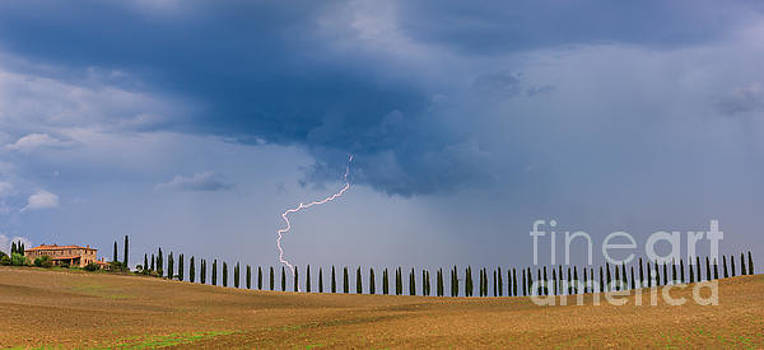 Lightning at Agriturismo Poggio Covili in the Tuscany by Henk Meijer Photography