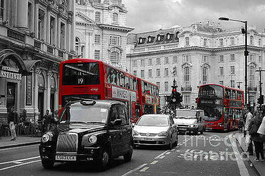 London, Piccadilly circus by Christo Christov