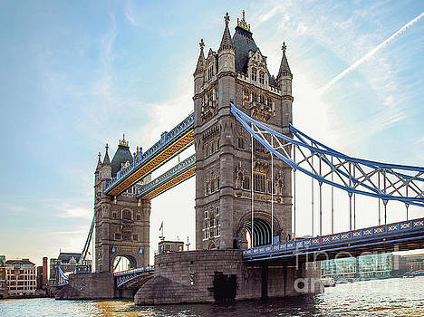 London - The majestic Tower bridge by Hannes Cmarits