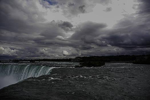 Judy Hall-Folde - Looking Over Horseshoe Falls