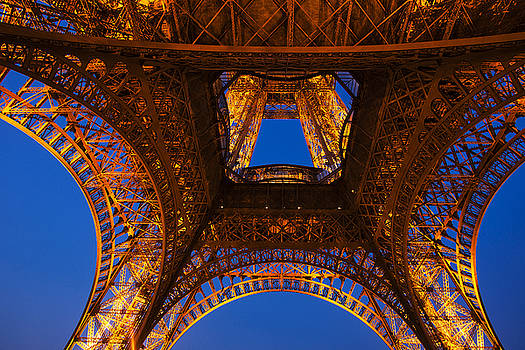 Looking up at the Eiffel Tower by Andrew Soundarajan