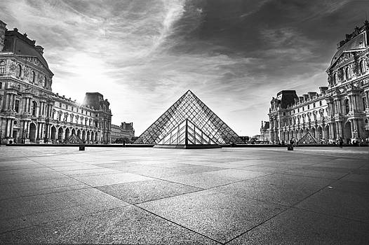 Louvre BW by Ivan Vukelic