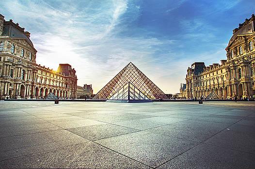 Louvre museum by Ivan Vukelic