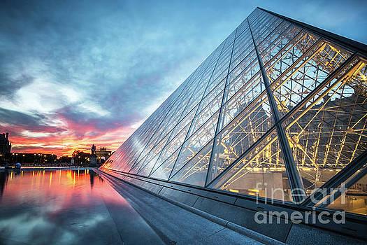 Louvre - Paris by Martin Williams
