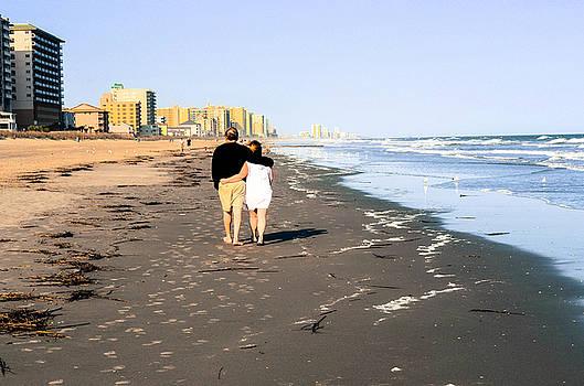Lovers On The Beach by Tom Zukauskas