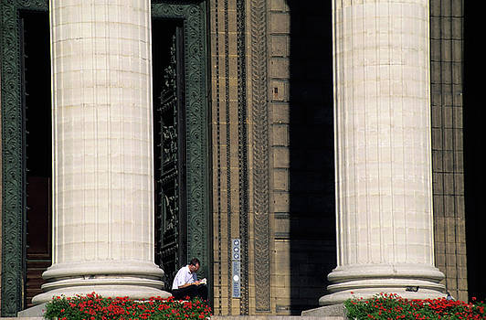 Sami Sarkis - Man reading a book beside the columns of La Madeleine church in Paris
