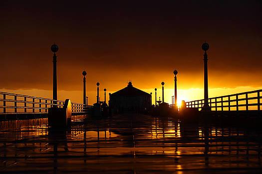 Manhattan Beach Pier by Mark DeJohn