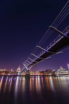 Millennium Bridge at night  by Mariusz Czajkowski
