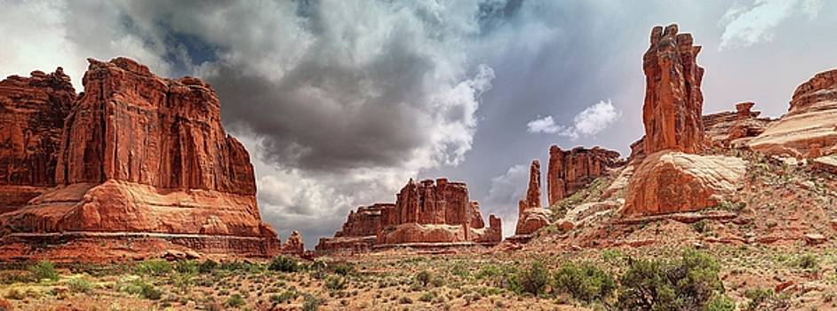 Moab - Red Rock Country by Art OLena