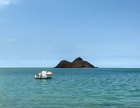Moka Lua and Boat by Halle Treanor