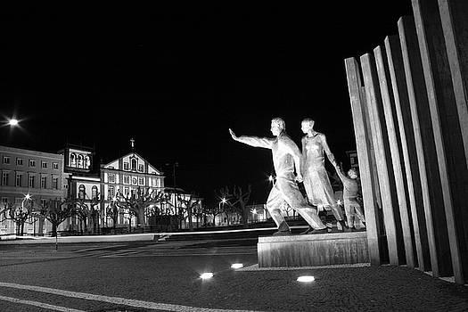 Gaspar Avila - Monument to the Emigrant