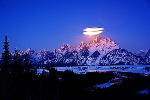 Raymond Salani III - Moon Sets at the Snake River Overlook in the Tetons