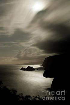 Charmian Vistaunet - Moonrise at Pololu Lookout