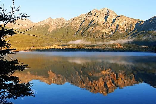 Larry Ricker - Morning Mist on Pyramid Mountain