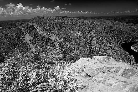 Mount Minsi from Mount Tammany by Raymond Salani III