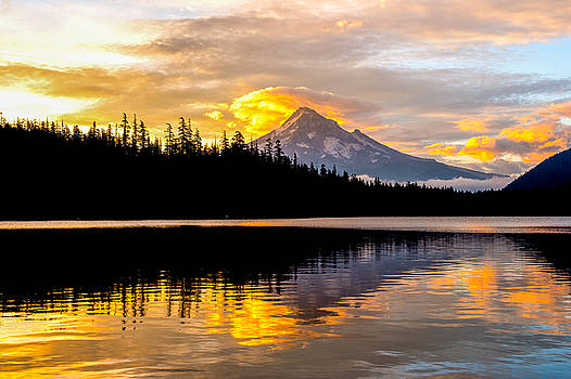 Mt.Hood in Dawn color by Hisao Mogi