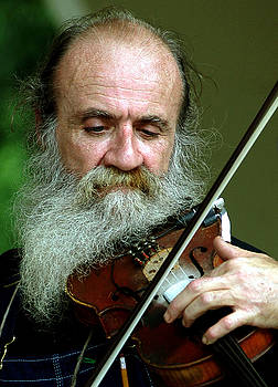 Music-violinist by Hugh Peralta