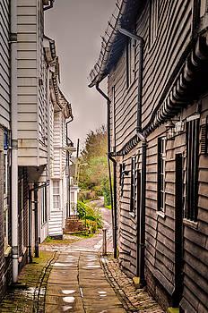 Narrow lane by Jeremy Sage