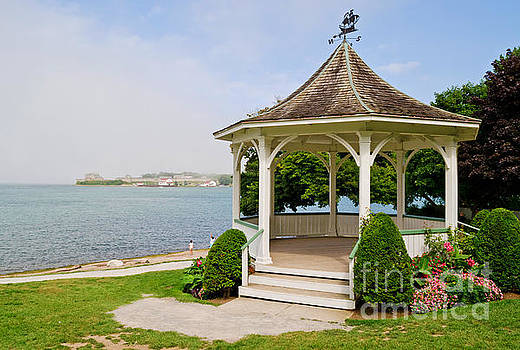 Niagara On the Lake Gazebo 2014 by Maria Janicki