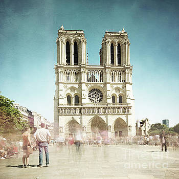 Notre Dame by Hannes Cmarits