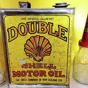 Oil can by Les Cunliffe