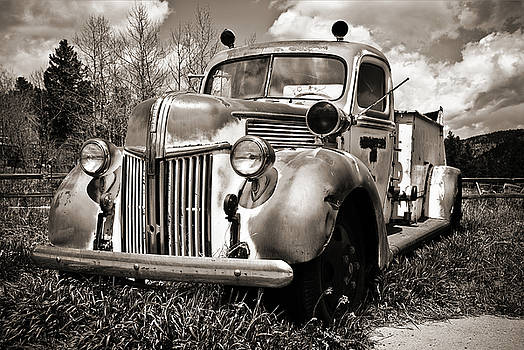 Marilyn Hunt - Old Firetruck