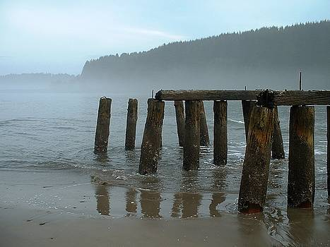 Old Pier by Eike Kistenmacher