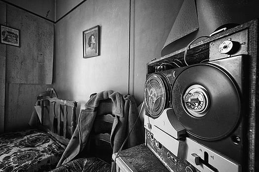 Old tunes -abandoned building by Dirk Ercken