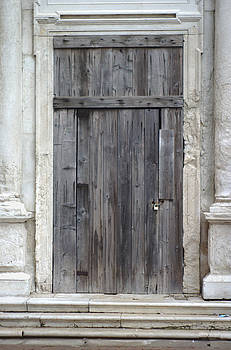 Old Wood Door Of A Beautiful Vacant Stone Building Venice Italy by Suzanne Powers