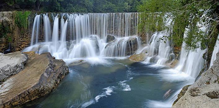 Sami Sarkis - Panoramic view of waterfalls on La Vis river