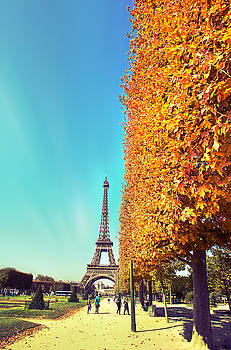 Paris by Ivan Vukelic