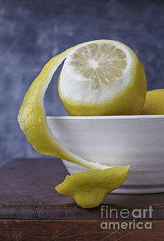 Edward Fielding - Peeled Lemon in bowl