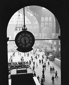 Van D Bucher and Photo Researchers - Penn Station Clock