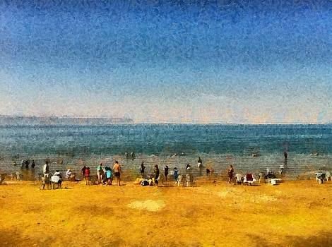 People at the beach by Ashish Agarwal