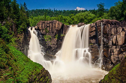 Pigeon River Falls by Riddhish Chakraborty