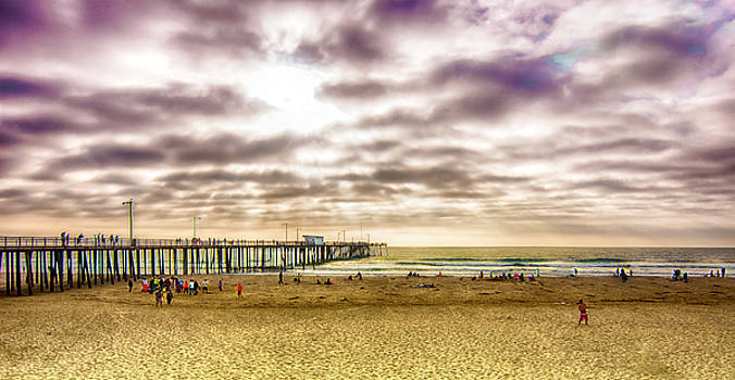Pismo Pier and People by Joseph Hollingsworth