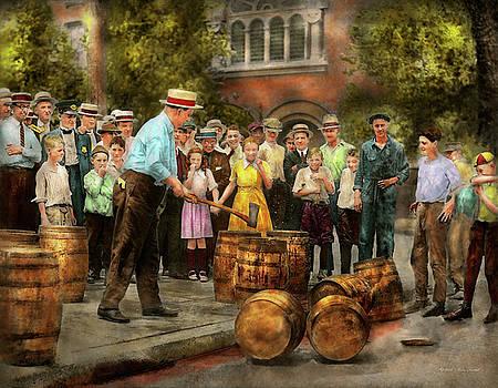 Mike Savad - Police - Prohibition - A smashing good time 1921